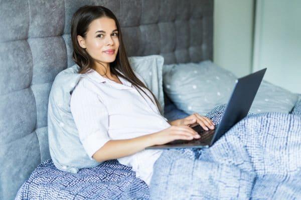 Como dormir após fazer cirurgia de varizes?